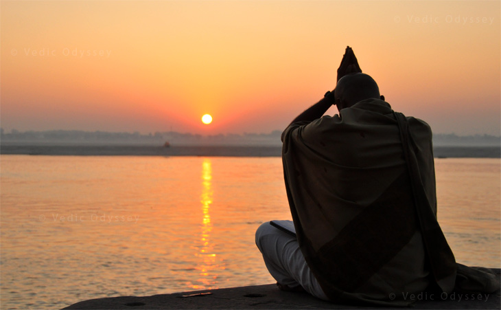 Hindu man praying to the sun god